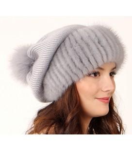 1032 Меховая шапка на вязаной основе.