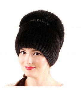 Меховая шапка на вязаной основе.