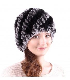 Женская меховая шапка из вязаного кролика.